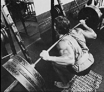 Arnold macht tiefe Kniebeugen