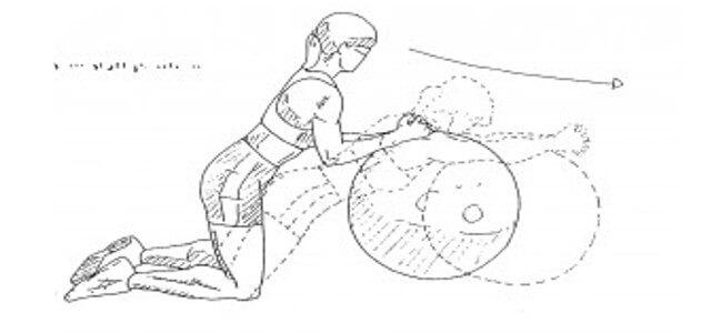 sixpack uebungen fuer zuhause pezzi ball crunches 1