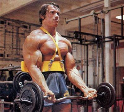 """Arnie macht """"saubere"""" SZ-Curls"""