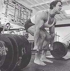 Arnie macht Kreuzheben