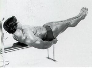 Arnie macht Beinheben