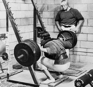 Arnie bei tiefen Kniebeugen