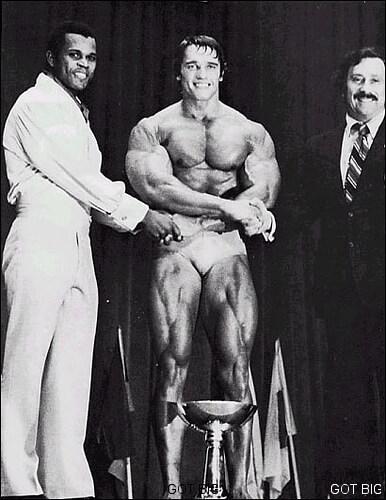 Schwarzenegger bei der Siegerehrung