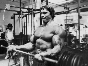 Arnold macht die beste Bizeps Übung: Langhantelcurls