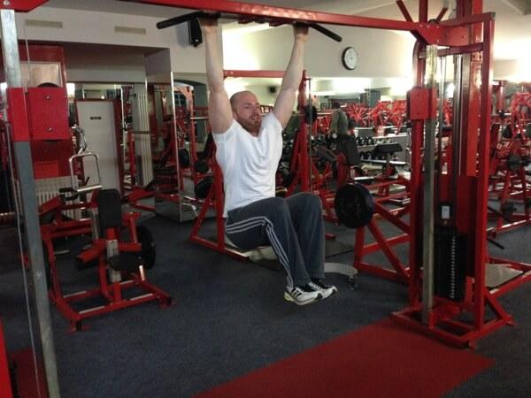 Anheben der Beine hängend - Endposition Knie