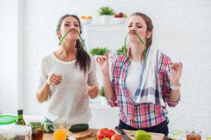 kohlenhydratarme lebensmittel frauen mit gemüse