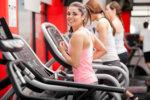 hiit training frau auf laufband